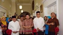 Taufiq Ismail Buka Perpustakaan Komunitas Muslim Indonesia di AS
