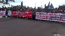 Warga Demo Tuntut Pemkab Blitar Cabut IMB Pabrik Gula Rejoso