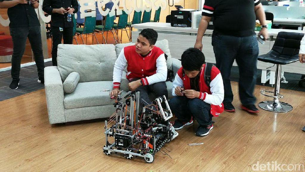 WowWi, Robot Buatan Anak Madrasah yang Bertarung di Amerika