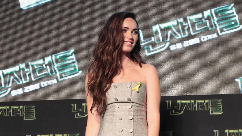 Foto: Gaya Memesona si Seksi Megan Fox dengan Rok Pendek
