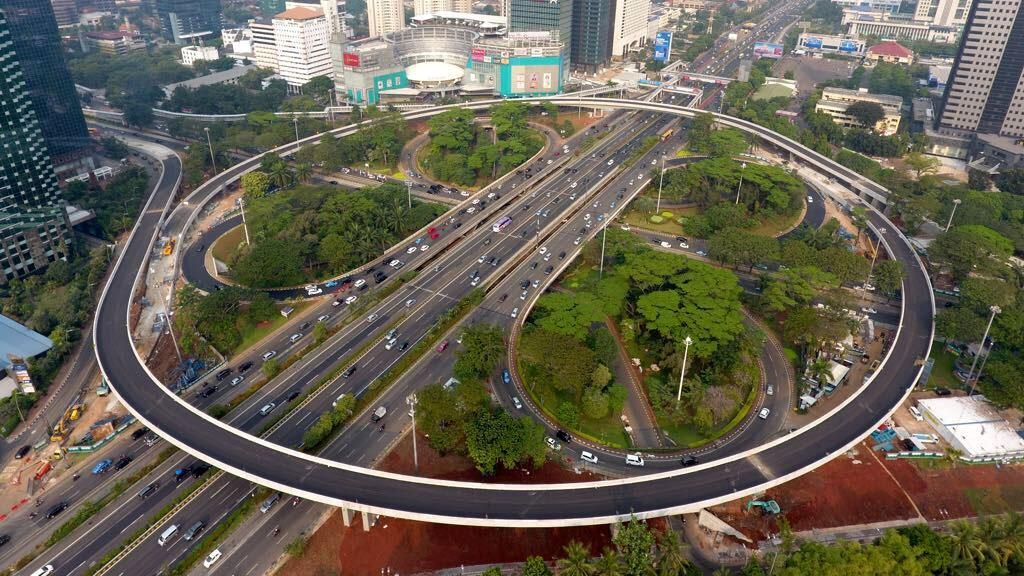 Jokowi Pamer Simpang Susun Semanggi yang Siap Operasi 17 Agustus