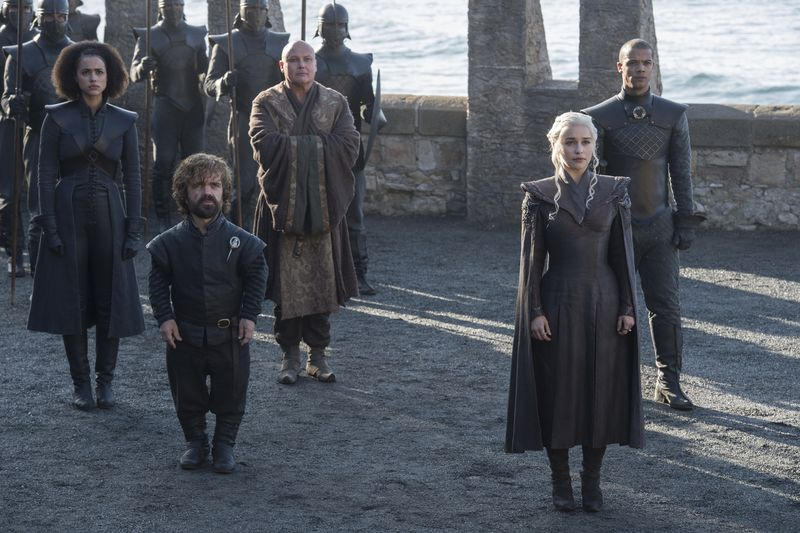 Foto: Dalam serial Game of Thrones Season 7 Episode pertama kemarin, muncul adegan Daenerys Targaryen yang akhirnya menginjakkan kaki di tempat kelahirannya, Dragonstone. Syuting lokasi Dragonstone ini dilakukan di Pantai Itzurun serta San Juan de Gaztelugatxe, Spanyol (HBO)