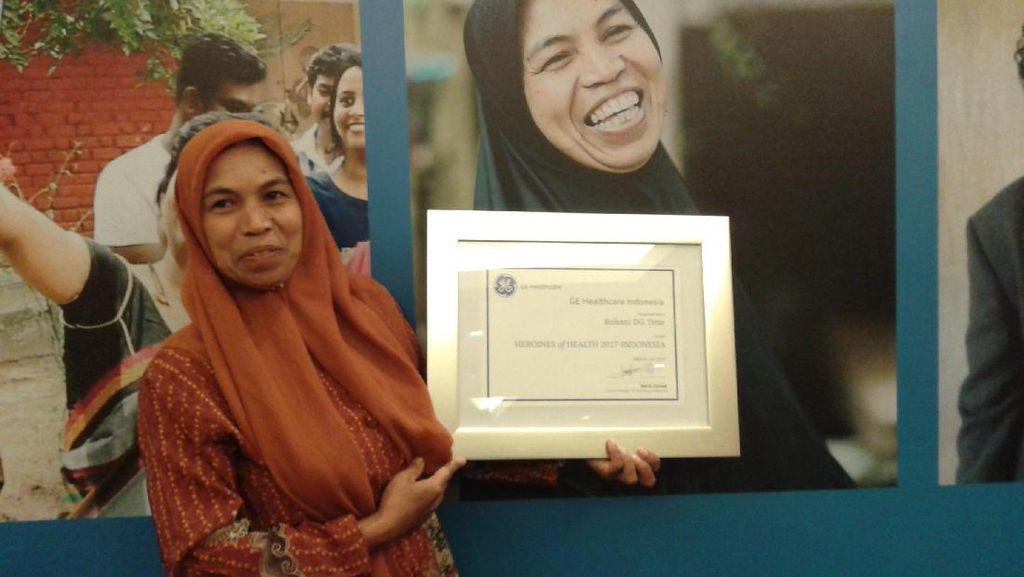 Wanita Tangguh Asal Sulsel Terima Penghargaan Heroines of Health