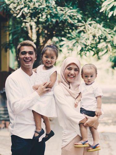 Ini yang Bikin Istri Ricky Harun Hijrah dengan Mantap Berhijab