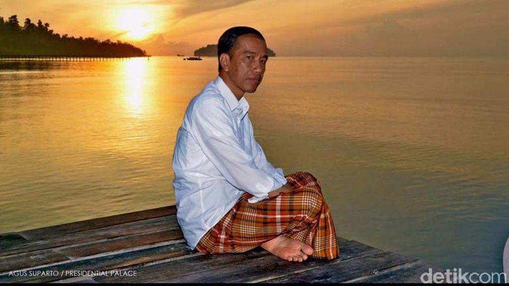 foto: Gaya Blusukan Jokowi, Sarungan Hingga Ngetrail