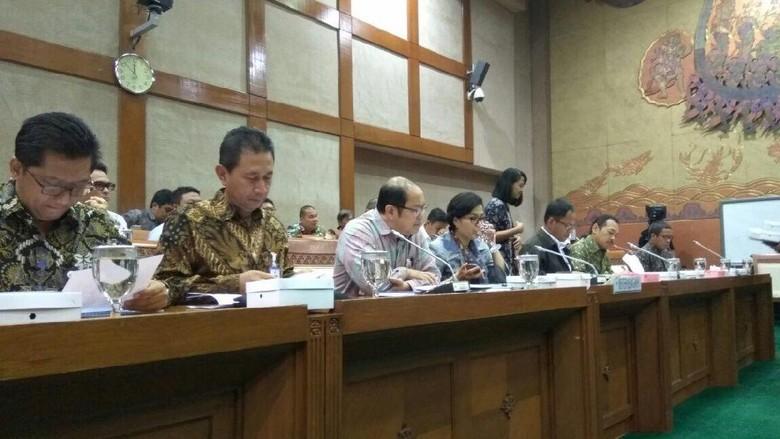 Rapat di DPR, Sri Mulyani Keseleo Lidah Sebut Miliar Jadi Triliun