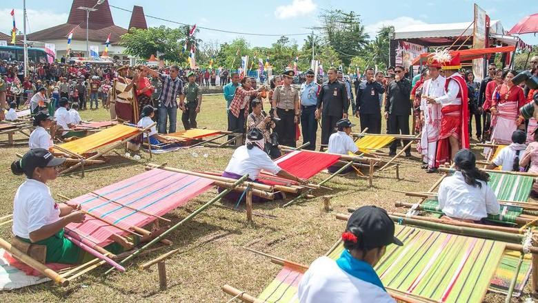 Suasana pembukaan Festival Tenun Ikat Sumba (Raiyani/dok Kemenpar)