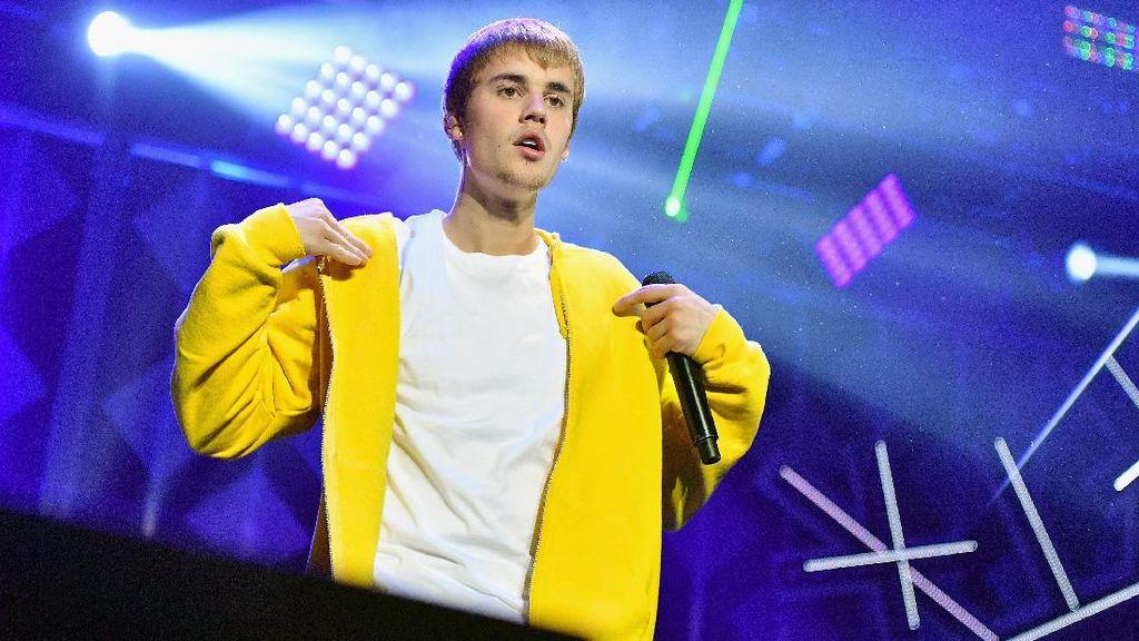 Kini Kamu Bisa Pakai Kaus Kembaran dengan Justin Bieber Seharga Rp 400 Ribu