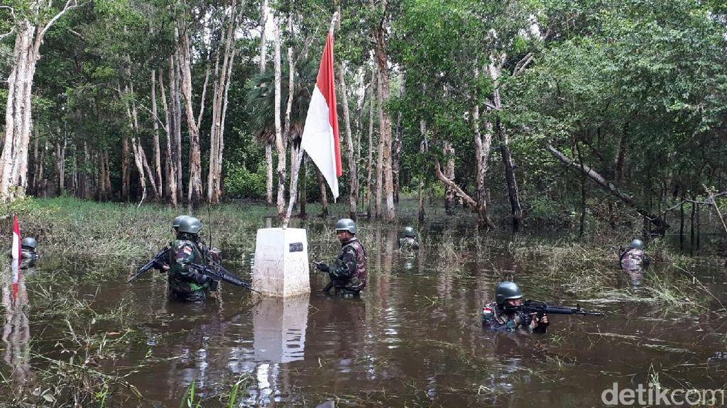 Foto: Patroli Tentara Perbatasan di Pedalaman Papua