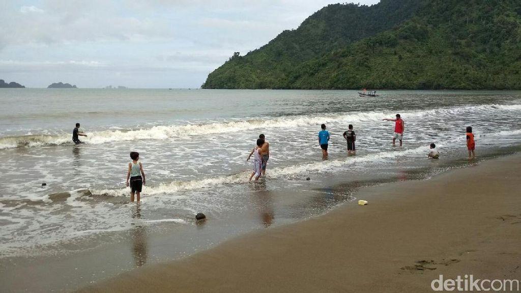 Mumpung Masih Libur, Yuk Main ke Pantai Cengkrong Trenggalek