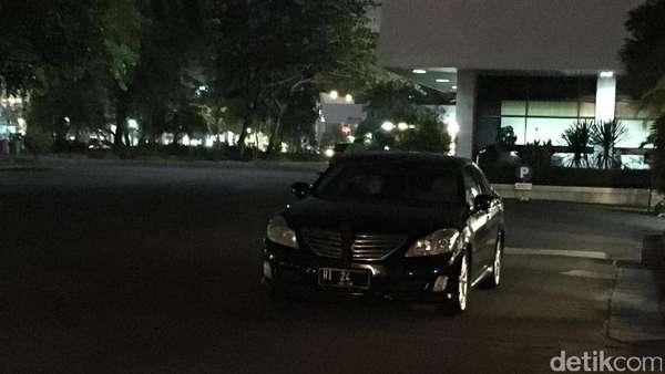 Mobil Berpelat RI-24 Sambangi Jokowi di Istana