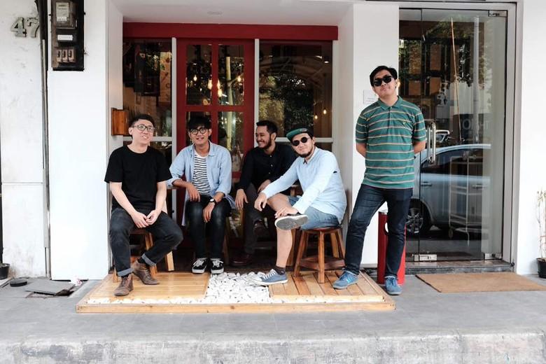 Grup Musik Hari Libur Debut dengan EP Singgah Dunia