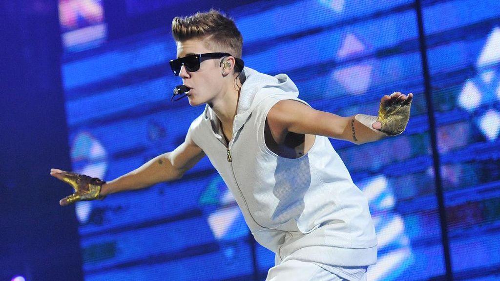 Waduh! Justin Bieber Tabrak Paparazi dengan Mobil