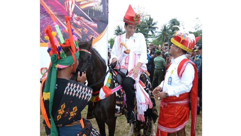 Kebanggaan Pemuda Sumba yang Kudanya Dijadikan Kado untuk Jokowi