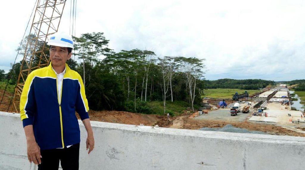 Jokowi Blusukan ke Tol Pertama di Kalimantan