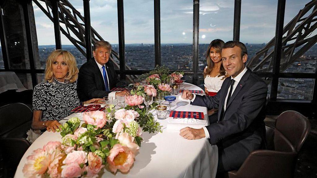 Romantis, Saat Presiden AS dan Prancis Double Date di Menara Eiffel