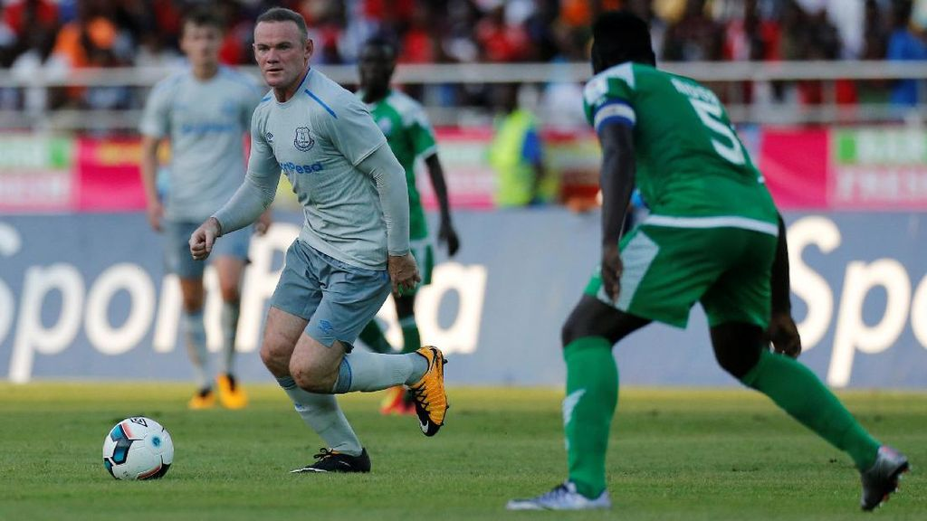 Aksi Rooney bersama Everton di Tanzania