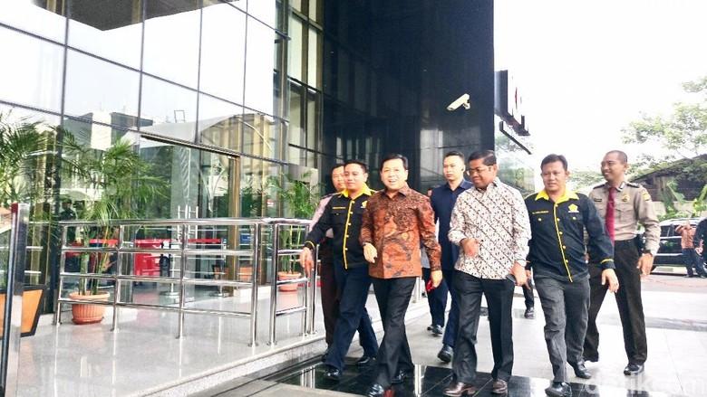 Setya Novanto Tersangka, Bagaimana Nasibnya sebagai Ketua DPR?