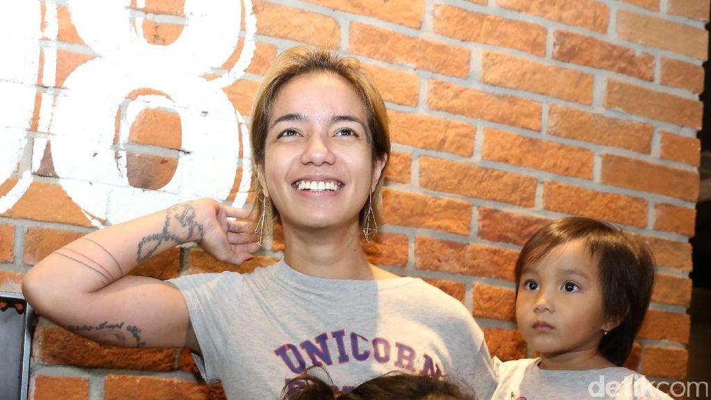 Strong Mom! Sheila Marcia dan Anak-anaknya
