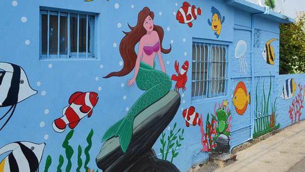 Jalan di desa ini nggak pakai nomor rumah tetapi mural for Mural kartun