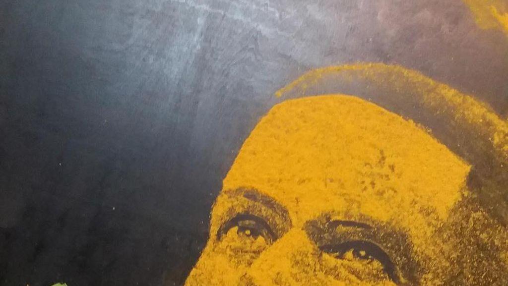 Keren! Lukisan Ini Dibuat dari Garam, Soda Kue Hingga Bubuk Kari