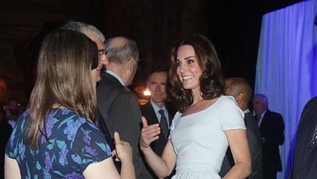 Foto: Cantiknya Kate Middleton dengan Gaya Rambut Long Bob Ikal