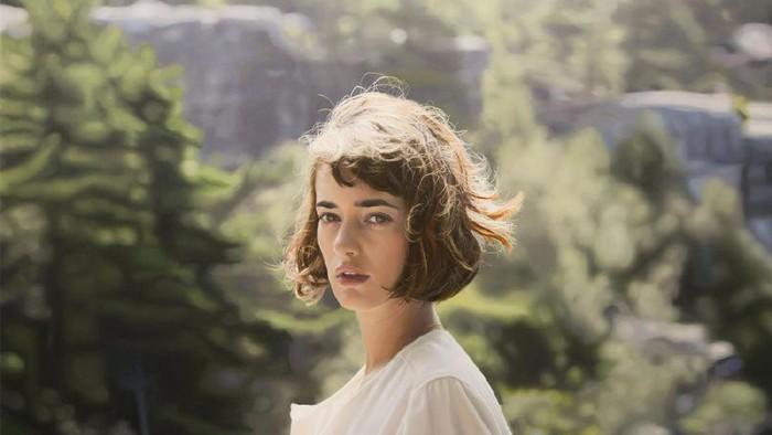 Gambar wanita cantik yang sepertinya hasil karya fotografi ini sebenarnya adalah lukisan. Foto:Istimewa
