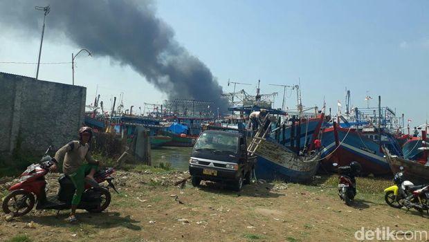 14 kapal terbakar di Pati, Jawa Tengah.