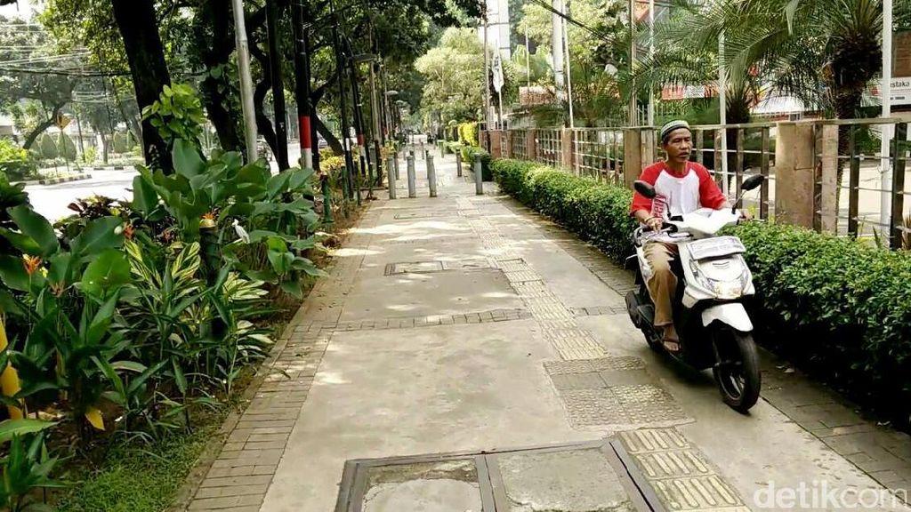 Trotoar di Jakarta Tak Layak Dilalui, Pejalan Kaki Jadi Boros