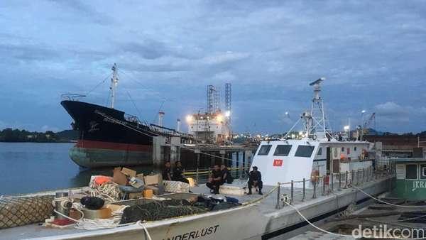 3 WN Taiwan Pembawa 1 Ton Sabu Diperlihatkan ke Kru Kapal