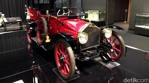 Melihat Mobil Penumpang Pertama di Jepang