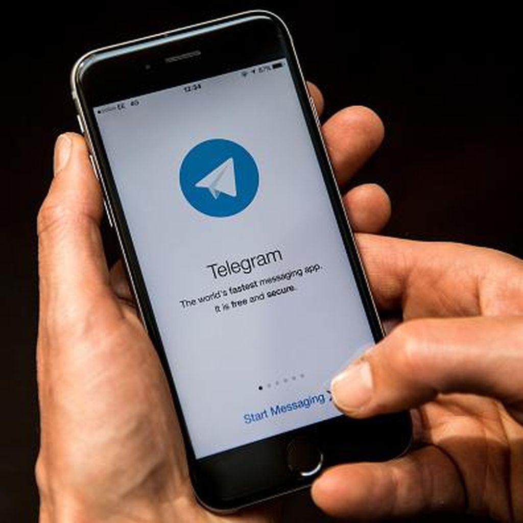Perempuan Misterius Penyambung Lidah Telegram di Indonesia