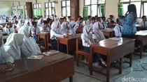 SMA/SMK di Trenggalek Tunggu Bantuan Seragam dari Pemprov Jatim