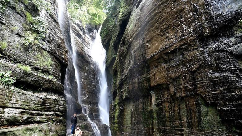 Kecantikan Air Terjun Maddenge, Maros, Sulsel (M Nur Abdurrahman/detikTravel)