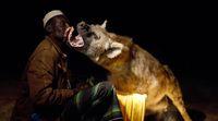 Yusuf, warga Harar yang akrab dengan hyena ( Paul Thompson/BBC)