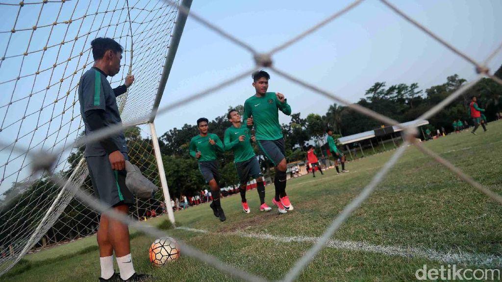 Melihat Latihan Timnas U-19