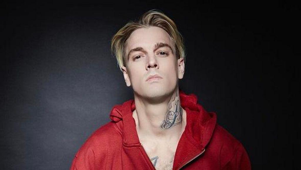 Mengaku Biseksual, Aaron Carter Nangis di Bar Khusus Gay