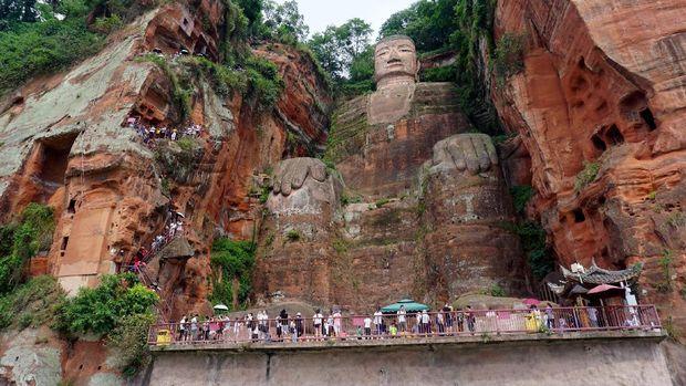 Inilah Patung Buddha Terbesar Sedunia dari China