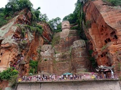 Foto: Patung Buddha Raksasa Terbesar di Dunia