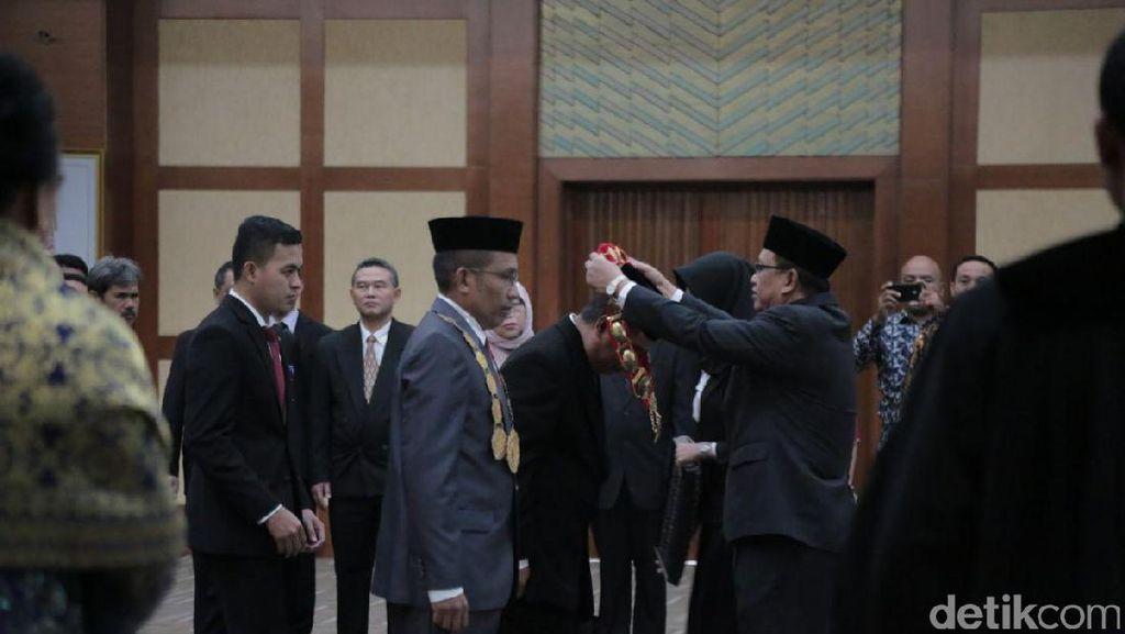 Di Tengah Isu Plagiat, M Zamrun Dilantik Jadi Rektor UHO Kendari