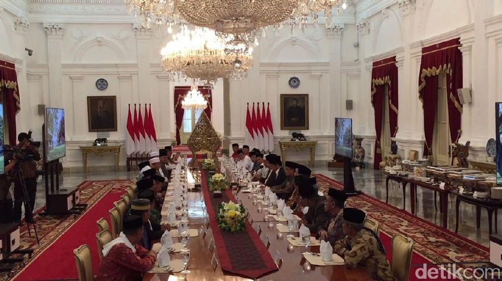 Jokowi Bertemu Ulama Se-Sulsel di Istana Bahas Ekonomi dan Politik