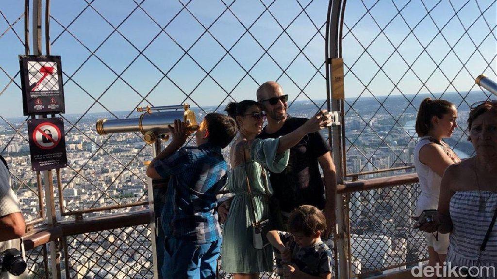 Foto: Perjuangan Menggapai Puncak Menara Eiffel