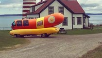 Asyiknya! Pesan Hot Dog Juga Bisa Diantar Lewat Drone