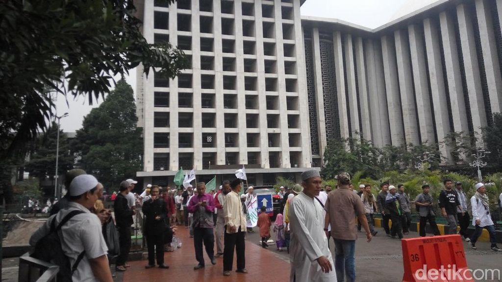Massa Tolak Perppu Ormas Datangi Istiqlal Lalu ke Patung Kuda