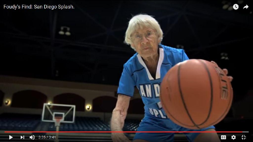 Malas Gerak? Jangan Mau Kalah, Tim Basket Ini Anggotanya Nenek-Nenek 80 Tahun