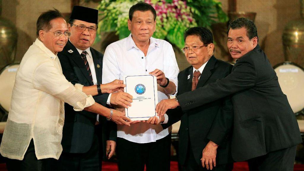 Tangkal ISIS, Duterte Tawarkan Otonomi Bagi Muslim Filipina