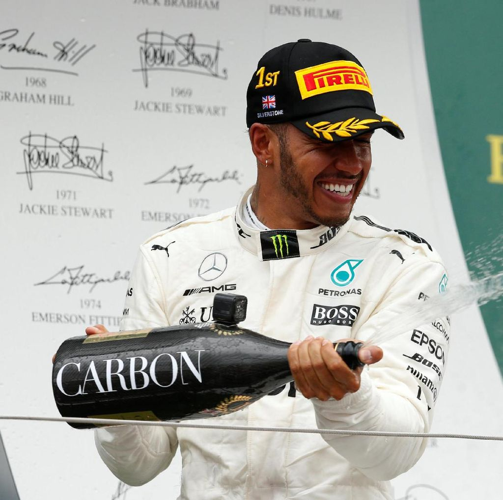 Mercedes Bantah Rumor Hamilton-Ferrari