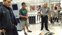 Polisi Sita Belasan Golok dari Penumpang Kapal di Tanjung Priok