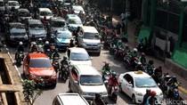 Ngetem di Pinggir Jalan, Ojek Online Bikin Macet