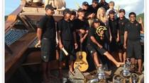 Asyiknya Gwyneth Paltrow Liburan Naik Kapal di Komodo